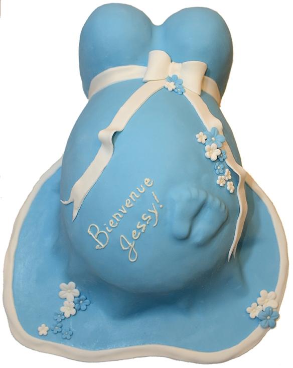 Gâteau à la vanille en forme de bedaine avec petits pieds recouvert de fondant