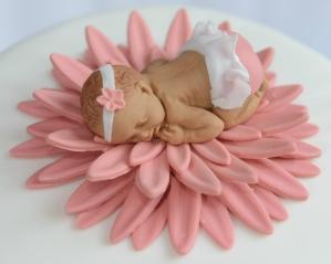 Bébé et fleur en fondant